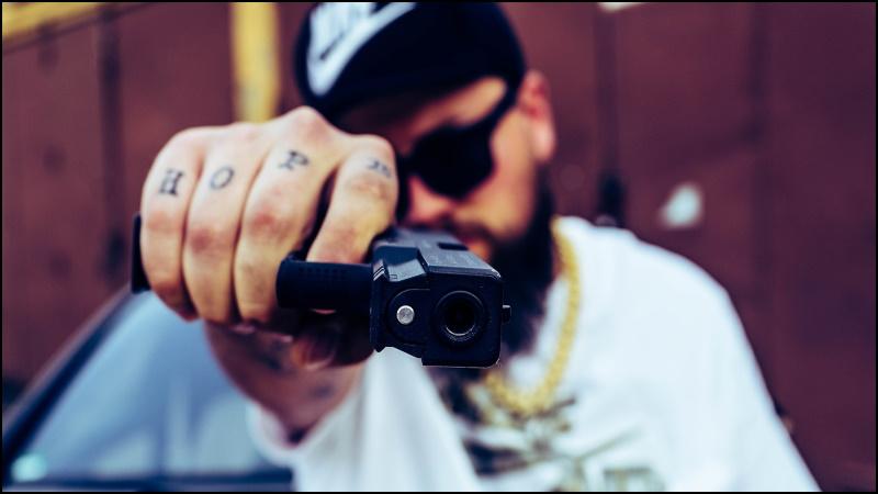 Image -Crook at gunpoint.